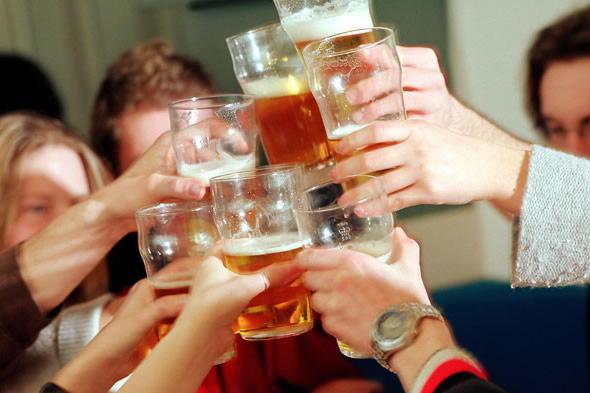cheersdrinkinglagerbeeralcoholpintstudentspostboxesuk